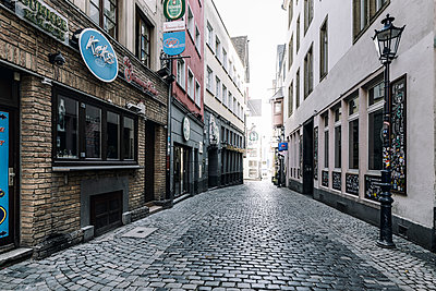 Cobblestone in the Old Town, Cologne - p1637m2211677 by Vogel