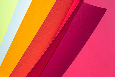 Color spectrum papers as an abstract background - p300m2104342 von Mosuno Media