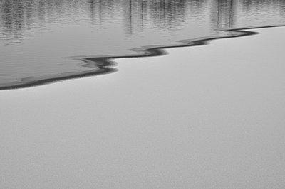 Teich gefroren - p8760055 von ganguin
