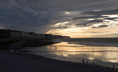 Strand von Sangatte - p1560m2133320 von Alison Morton