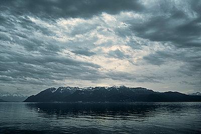 Genfer See in der Abenddämmerung - p850m2076706 von FRABO