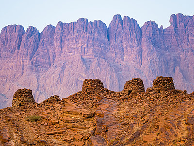 Oman, Ad-Dakhiliyah, Jabal Misht, Al-Ain, beehive tombs, site of an excavation - p300m1166734 by Martin Moxter