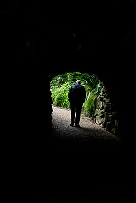 Man walking through tunnel - p312m2207647 by Maritha Estvall