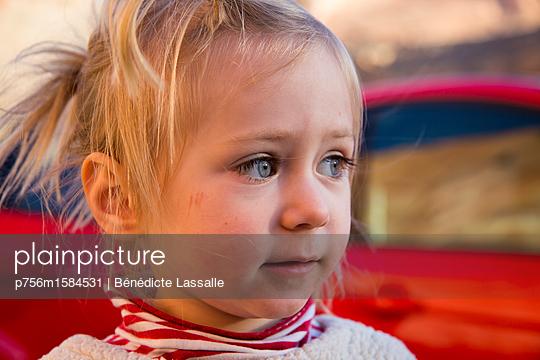 Kleines Mädchen - p756m1584531 von Bénédicte Lassalle