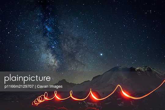Milky way over Mt Rainier with flashlight circles at the trail - p1166m2129707 by Cavan Images