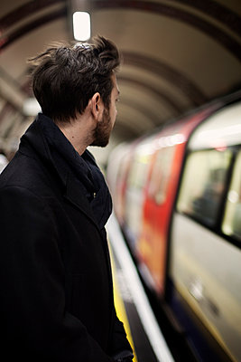 Man waiting on train station - p312m956823f by Johanna Nyholm