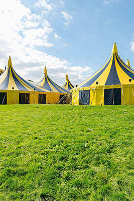 Germany, Duesseldorf, circus tents - p300m1081306f by visual2020vision