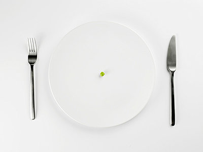 Single pea on white plate (close-up, directly above) - p5140520f by Clover photography