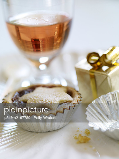 Mince pie and rose - p349m2167780 by Polly Wreford