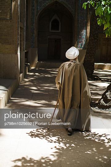 Ajatolla in der Madraseh-ye Khan - p798m1025692 von Florian Loebermann