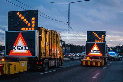 Autounfall auf schwedischer Autobahn - p1418m1572417 von Jan Håkan Dahlström