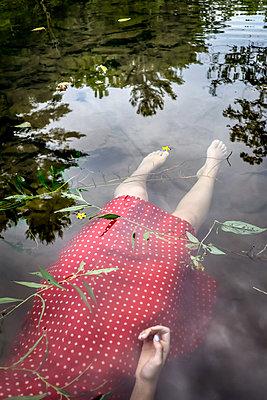 Ertrunkenes Mädchen - p1019m2100419 von Stephen Carroll