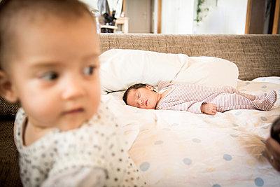 Neugeborenes und Säugling - p1230m1044546 von tommenz