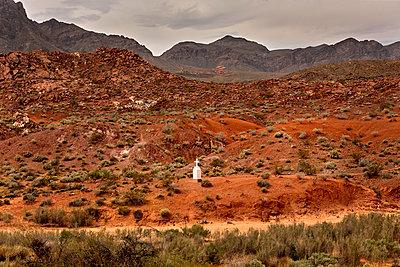 Single cross in the desert, California - p1299m2244640 by Boris Schmalenberger