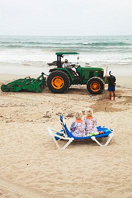 Twins on a beach in Spain - p902m831752 by Mölleken