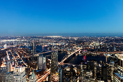 New York in the evening - p1094m2057244 by Patrick Strattner