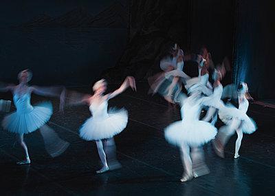Ballet scene - p1476m1564073 by Yulia Artemyeva