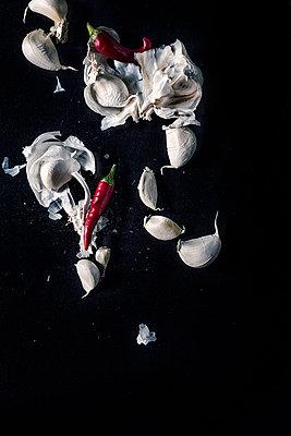 Garlic and chili - p947m1492704 by Cristopher Civitillo