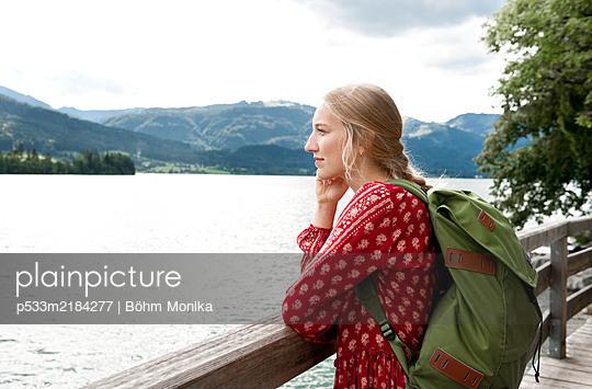 Hike at Lake Wolfgang - p533m2184277 by Böhm Monika