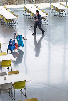 Cleaning lady working in canteen - p1292m1214322 by Niels Schubert