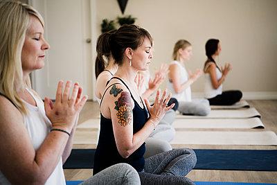 Women at yoga retreat - p429m2019530 by Hugh Whitaker