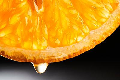 Orange slice - p851m1528988 by Lohfink