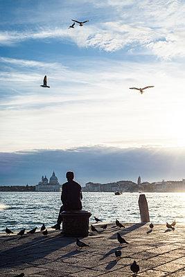 Abendstimmung am Ufer in Venedig II - p1493m1584715 von Alexander Mertsch