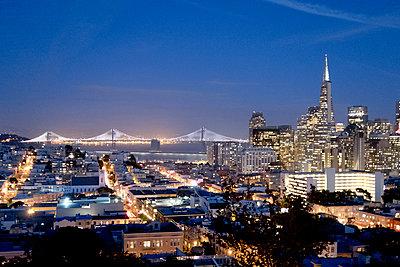 San Francisco skyline - p795m1159965 by Janklein