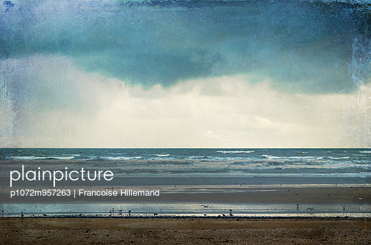 the beach before the storm - p1072m957263 by Francoise Hillemand