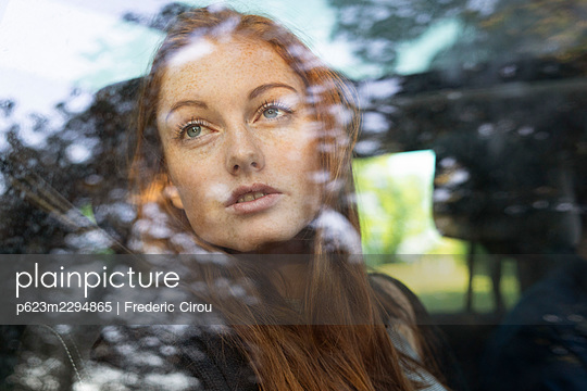 Thoughtful young woman sitting in car - p623m2294865 by Frederic Cirou