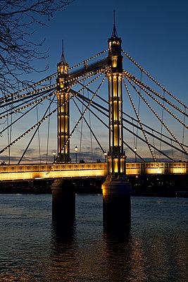 Great Britain, London, Albert Bridge - p1399m2272928 by Daniel Hischer