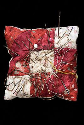 Needle cushion with various needles needle cushion with various needles - p2651442 by Oote Boe