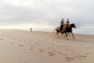 Reiter am Strand - p4170204 von Pat Meise