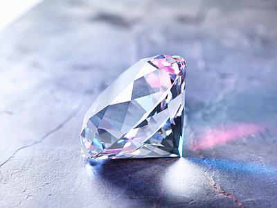 Diamond on piece of granite, close-up - p429m1407792 by Andrew Brookes