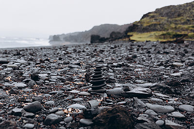 Stack of pebbles at beach against sky - p1166m1555485 by Cavan Images