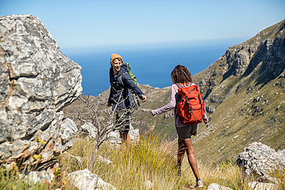Young couple hiking in the mountains - p1355m1574178 by Tomasrodriguez