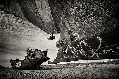 Abandoned fishing vessels at the edge of the former Aral Sea - p555m1231890 by Jeremy Woodhouse