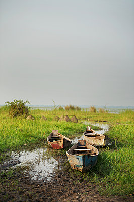 Africa, Uganda, Boats along the river - p1167m2283465 by Maria Schiffer