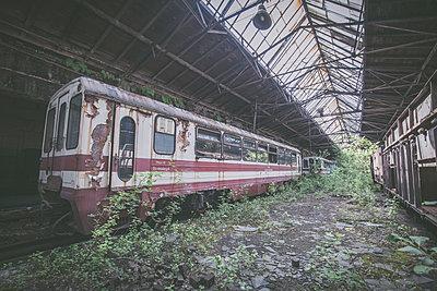 Abandoned Train - p1512m2037949 von Katrin Frohns