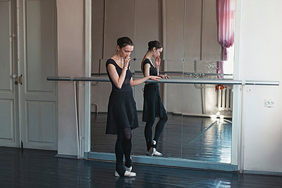 Ballerina in the training room - p1476m1574733 by Yulia Artemyeva