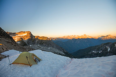 Tent perched on glacier in the North Cascade Mountain Range - p1166m2212422 by Cavan Images