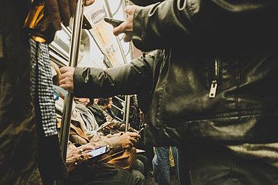 Feierabend in der U-Bahn - p1345m1218852 von Alexandra Kern
