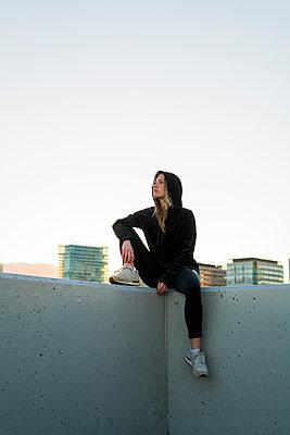 German girl in Barcelona, Spain - p300m1417000 von Kike Arnaiz