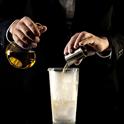 Barkeeper mixing Cocktail - p567m667667 by Philippe Levy