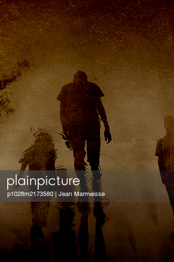 Silhouettes - p1028m2173580 by Jean Marmeisse