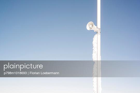 Lautsprecher auf der Zugspitze - p798m1018693 von Florian Loebermann