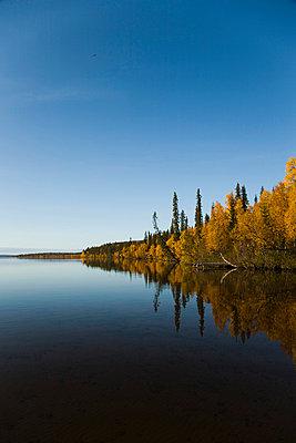 Skiny water - p4263732f by Tuomas Marttila