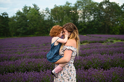 Mother and daughter in lavender field, Campbellcroft, Canada - p429m1504743 by Erin Lester