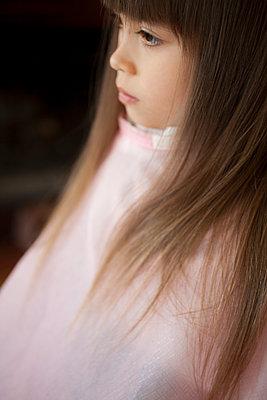Girl Getting Hair Cut - p463m1201590 by Yo Oura