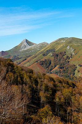 Basque country mountains during autumn season - p1216m2187275 by Céleste Manet